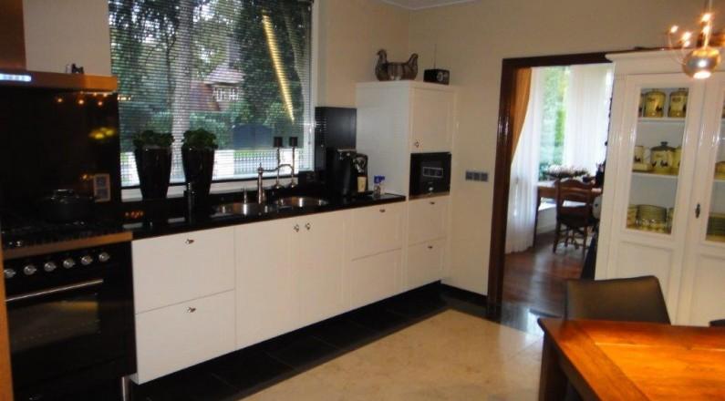 natuurstenen-vloer-en-nieuwe-keuken