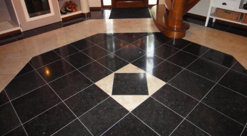 resultaat-nieuwe-natuurstenen-vloer-ontvangst-toilet-keuken